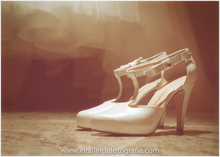 Detalles de los zapatos de novia