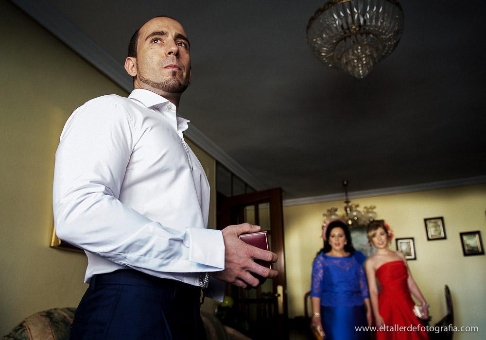 boda-en-madrid-preparativos-del-novio-david-y-amaranta-el-taller-de-fotografia-madrid-1001