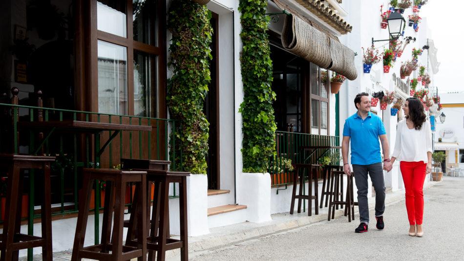 Preboda en las calles de Conil de la Frontera en Cádiz