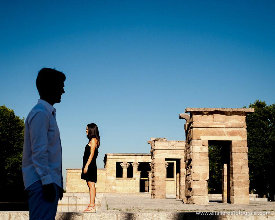 Preboda en el Templo de Debod en Madrid - Fotografia divertida y diferente de la pareja
