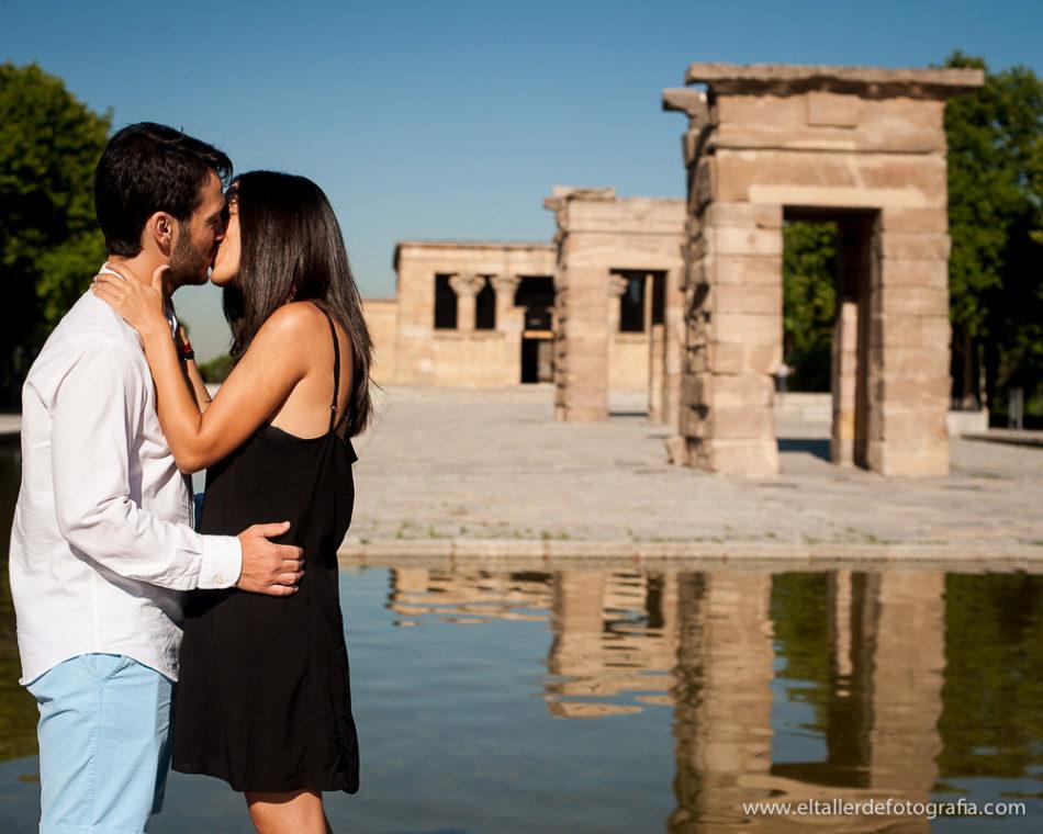 Preboda en el centro de Madrid - Templo de Debod - Con un fantastico beso de enamorados