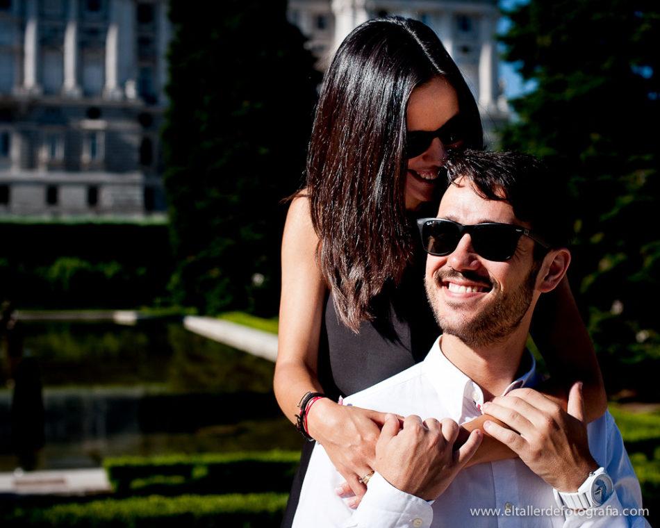 Preboda en el centro de Madrid - Foto divertida en los jardines de Sabatini