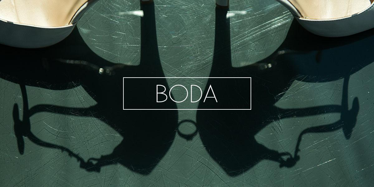 Fotografia de Boda - Sombre del detalle del anillo de compromiso colocado entre los dos zapatos - Cabecera de la pagina de Inicio de El Taller de Fotografia
