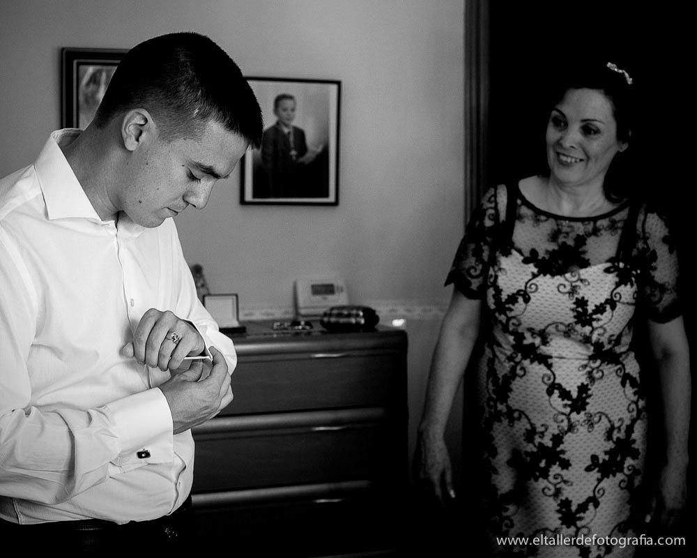 Fotografo de Bodas en Madrid y Alcala de Henares - Detalle de preparativos del novio