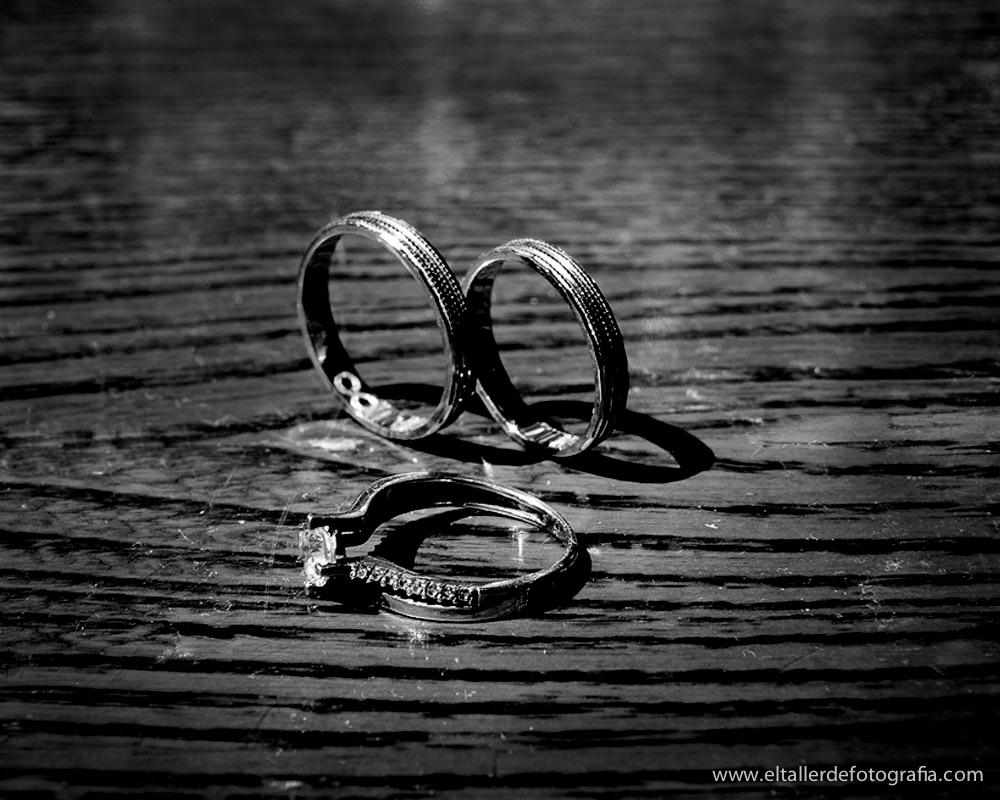 Fotografo de Bodas en Madrid y Alcala de Henares - Detalle de preparativos - Las alianzas y el anillo de compromiso