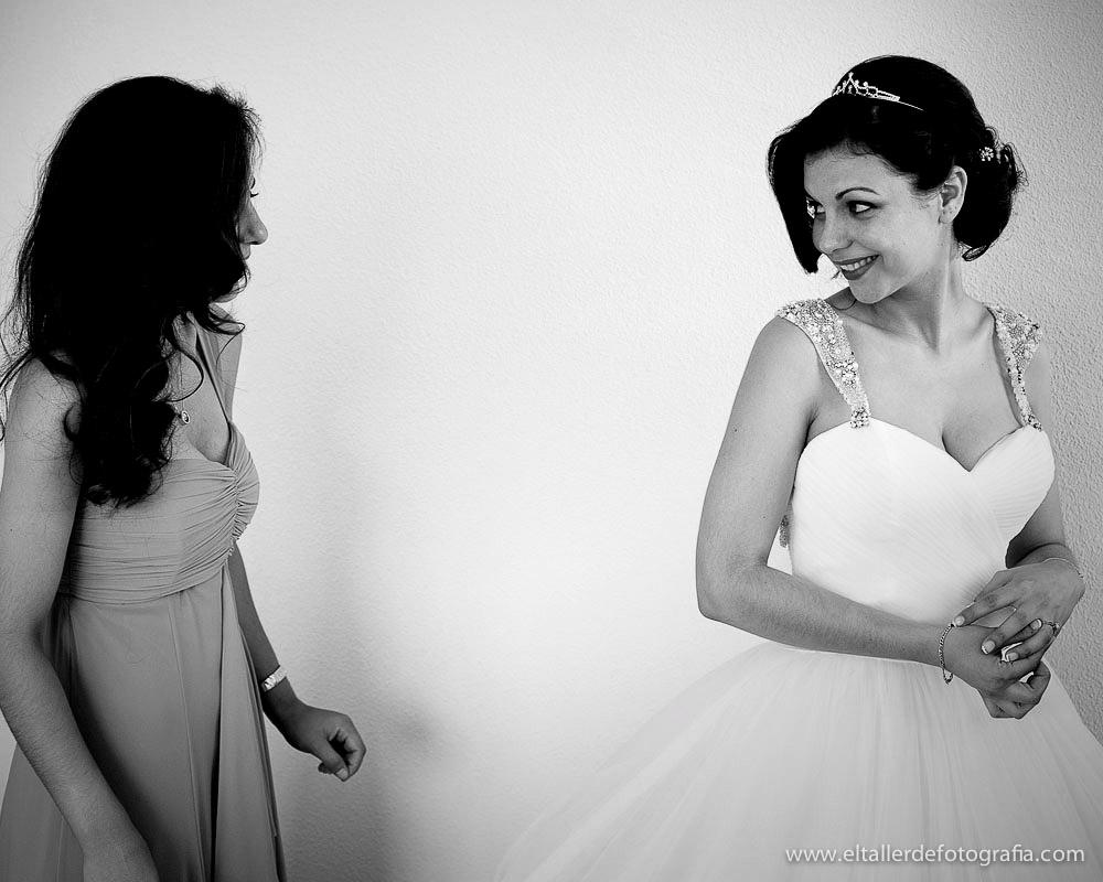 Reportaje de fotos de boda en Madrid - Alcala de Henares - Preparativos de la novia en su casa