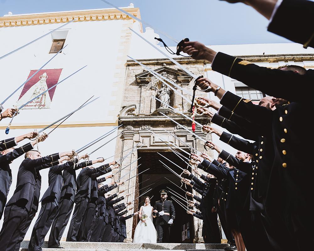 Pasillo de Sables a la salida de la iglesia de Cádiz