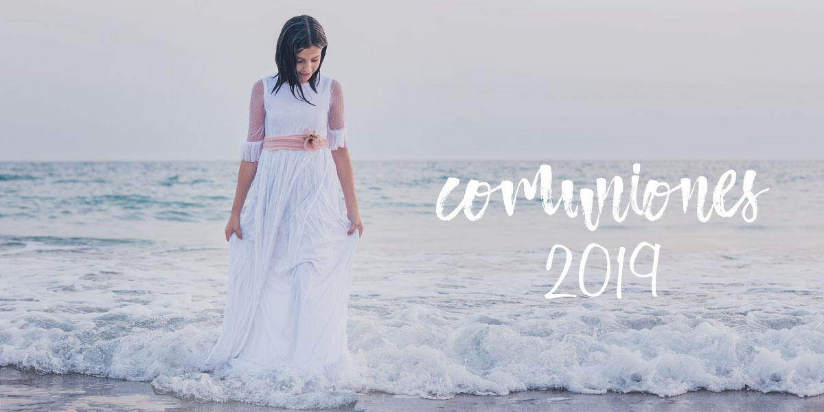 Foto para ilustrar el acceso a la tarifa de precios de fotos de comunion 2019 - Niña vestida de comunion saliendo del mar al atardecer en Cadiz