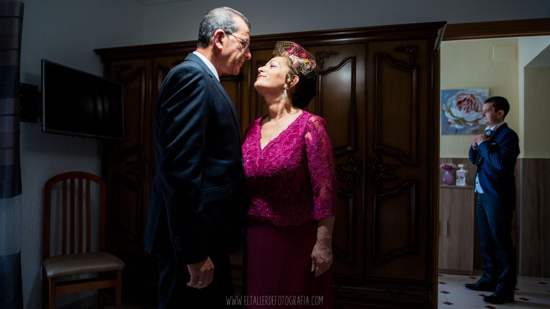 Preparativos de Manuel el dia de su boda con Beatriz en Almadén