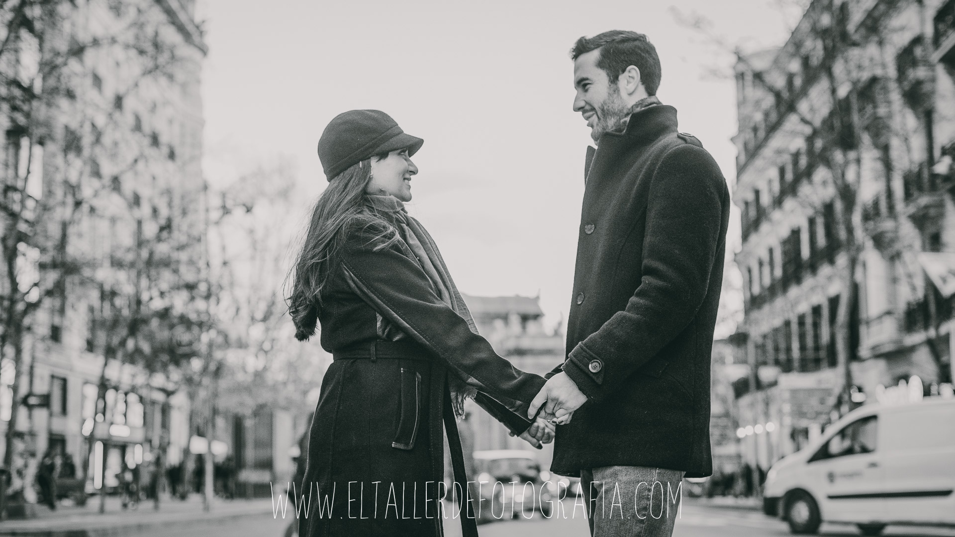 Fotos de pareja en el parque de El Retiro de Madrid y alrededores de la Puerta de Alcala