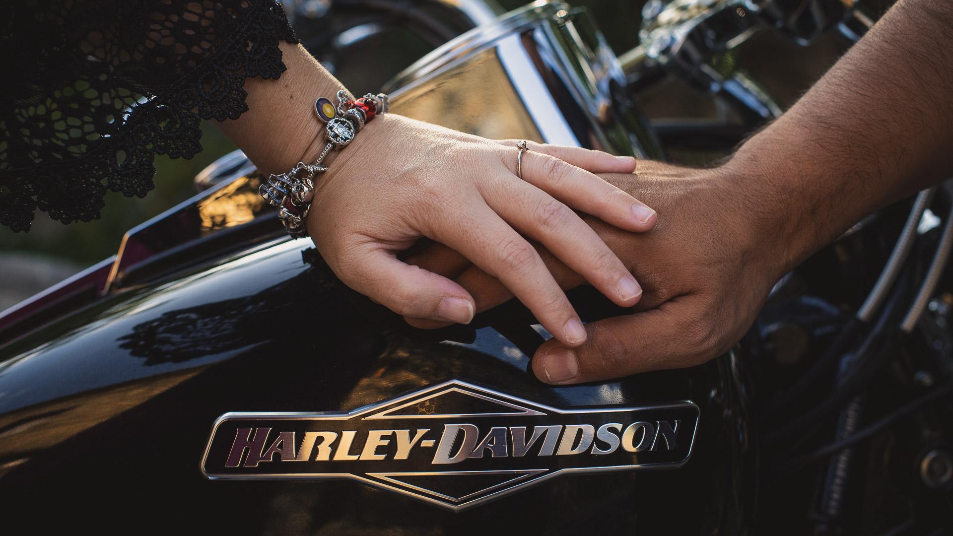 Reportaje de fotos de Preboda con una moto Harley Davidson - El Taller de Fotografía-2000